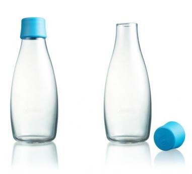Flaska plastkork En glasflaska med kork för vanligt och kolsyrat vatten
